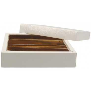 3700CSB Cutie din carton cu capac separat pentru bomboane, piele alba, 145 x 145 x 35 mm